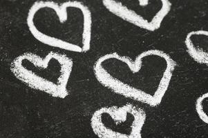 hjärtan på svarta tavlan foto