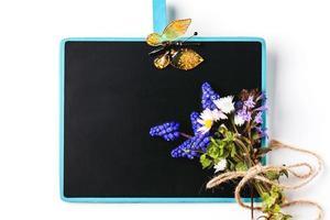 svarta tavlan med blommor foto