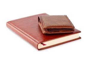 dagbok och brunt läderväska foto