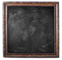 svart tom smutsig svart tavla med vintage ram foto