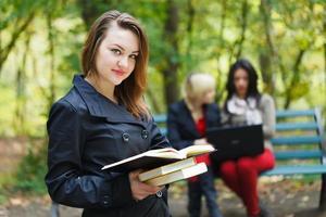 studerar för tentamen foto