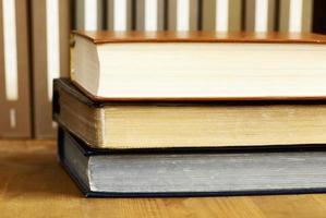 böcker i biblioteket foto