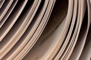 närbild av en öppen bok foto