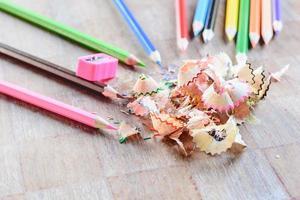 trä färgglada pennor foto