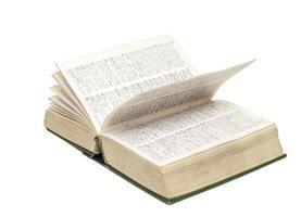 ordbok öppnad på vit bakgrund foto