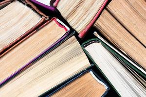 flera gamla böcker