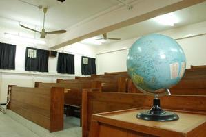 världsmodell i ett klassrum foto