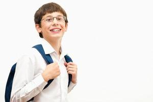 porträtt av en glad skolpojke foto