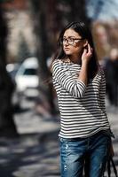 modell mitt i staden foto