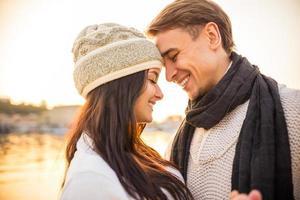 älskande par på ett datum foto