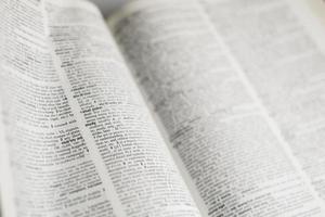 studera ord i bok foto