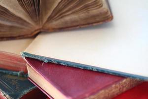 gamla böcker, två öppna foto
