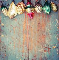 vintage julgarnering på gammal träbakgrund foto
