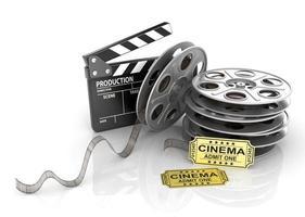 filmrullar, biljetter och klappbräda. foto