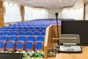 rostrum i konferenssalen foto
