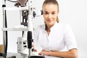 ögonläkare.