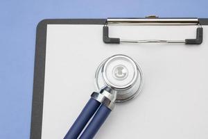 stetoskop och mapp foto