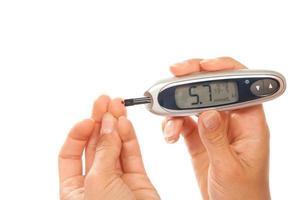 diabetes som mäter blodsockernivån i glukosnivån foto