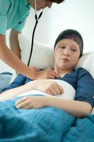 cancerkvinna och hennes check-up foto