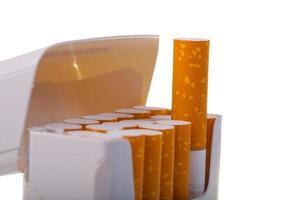 paket med cigaretter i närbild foto
