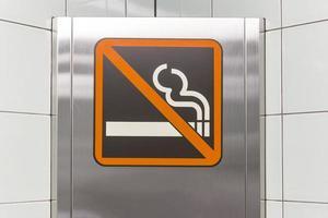 ingen rökning skylt i tunnelbanan, japan foto