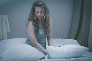 flicka med allvarlig depression foto