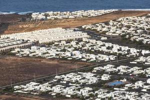 bosättning av nya hus alla i samma stil foto
