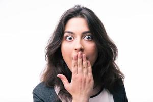 förvånad affärskvinna som täcker munnen foto