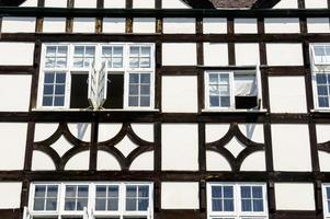 trä inramat medeltida hus foto