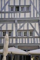 medeltida trä inramad byggnad. foto
