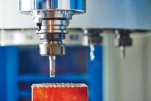 industriellt fräsmaskinverktyg med kvarn