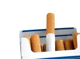 paket med cigaretter foto