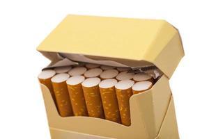 låda med cigaretter foto