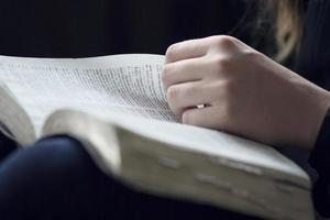 läs Bibeln foto