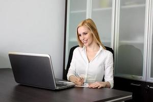 arbetande tjej foto