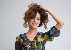 vackra leende kvinna porträtt foto