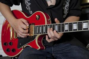 gitarrist spelar foto