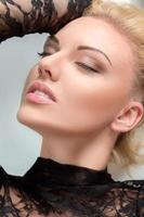 vacker blond kvinna porträtt foto