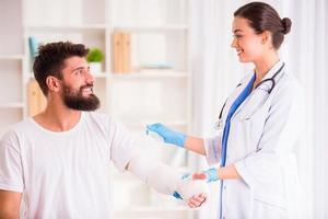 skada man hos läkare foto