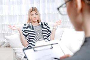 patient vid psykologterapisession foto