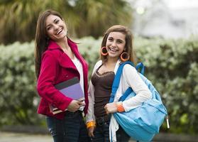 latinamerikanska tonårsflickastudenter foto