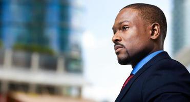 svart manlig chef porträtt foto
