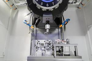 industriell metallbearbetning skärprocess av bildelar med verktyg