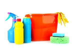 hink med rengöringsmaterial foto