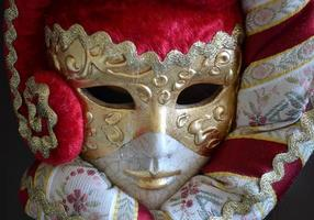 venetiansk mask på mörk bakgrund foto