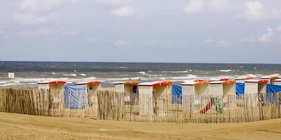 område med strandhytter foto