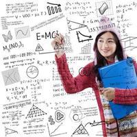 student i vinterkläder skriver formelmatematik foto