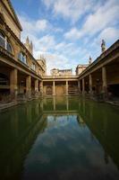 romerska bad och reflektion foto
