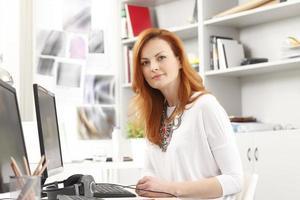 porträtt av modern affärskvinna foto