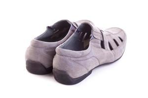 mans skor isolerad på vitt foto